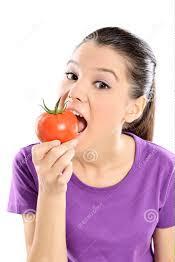 گاز زدن گوجه فرنگی