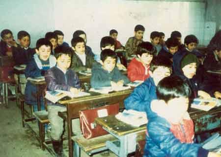 مدرسه دهه هفتاد و نیمکت سه نفره